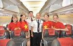 Vietjet chào đón hành khách với trang phục cờ đỏ sao vàng