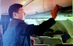Hành khách Trung Quốc móc túi trên máy bay Vietnam Airlines