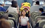 """Vietnam Airlines tổ chức """"Chuyến bay trăng rằm"""" – rước đèn, phá cỗ trên máy bay"""
