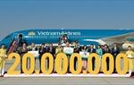 Vietnam Airlines đón hành khách thứ 20 triệu và VATM điều hành chuyến bay thứ 700 nghìn năm 2016