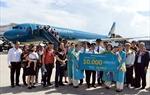 Vietnam Airlines chào đón chuyến bay quốc tế thứ 10.000 tại Đà Nẵng