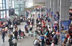 Thủ tướng yêu cầu các bộ, ngành liên quan xem xét, nghiên cứu 'hộ chiếu vaccine', từng bước mở lại đường bay quốc tế